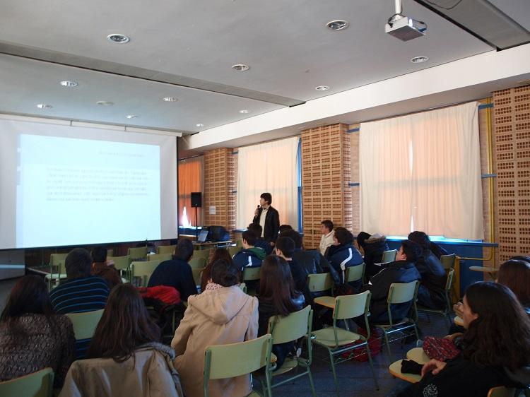 Benicàssim promueve una campaña de mejora del uso del valenciano entre los jóvenes