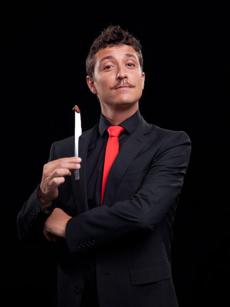 El campeón estatal de magia Nacho Diago presenta su espectáculo en el Espai de la Música
